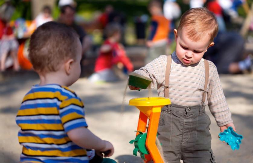 Khuyến khích trẻ tăng động giảm chú ý 3 tuổi tham gia các hoạt động ngoài trời